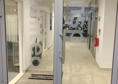 oznakowanie-biur-naklejki-na-drzwi-lubin-level5